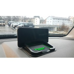 Antirutsch-Pad mit Smartphone-Halterung & Jeep-Logo grün