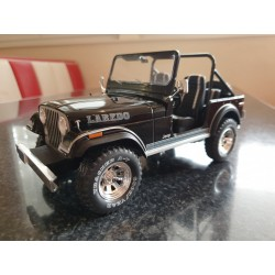 "Modellauto CJ7 ""Laredo"" schwarz 1:18"